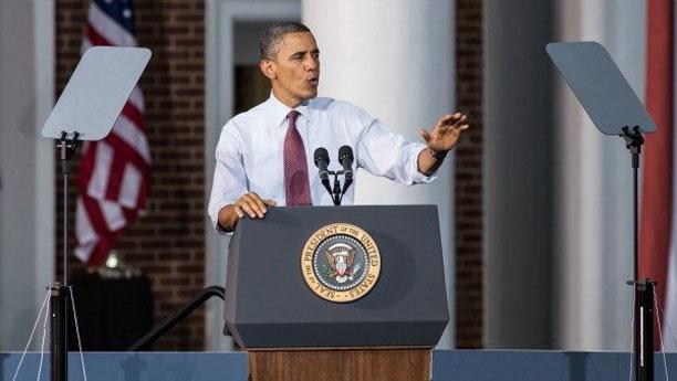 اوباما در حال استفاده از تله پرامپتر در سخنرانی